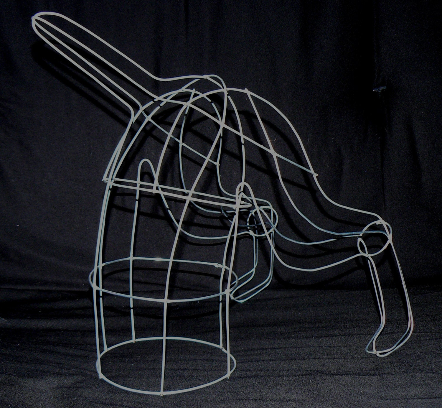 2 digging dog topiary wire art dog frame designs for Dog wire art