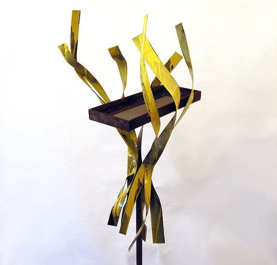 Sculptural Bird Feeder 240