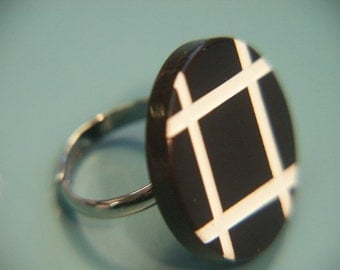 Adjustable ring with genuine tested overdyed black and white vintage 1950s bakelite plastic bead