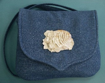 Unique one-of-a-kind shoulderbag/purse of jeansblue denim textile with shell decoration