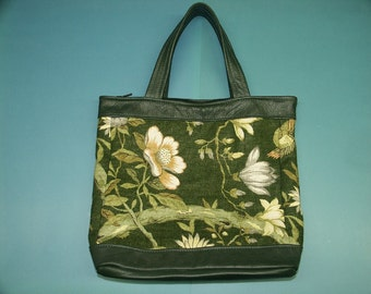 Lovely dark greennew/unused tote handbag of printed linen and with chinese pion flowers and skin/leather