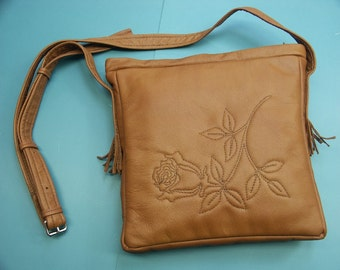 Unique one-of-a-kind shoulderbag of light brown skin/leather with quilted rose flower design in my own design