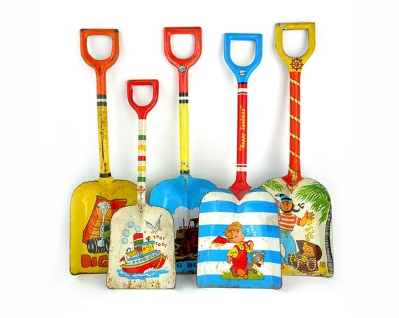 An Instant COLLECTION of Tin SHOVELS - Set of 5