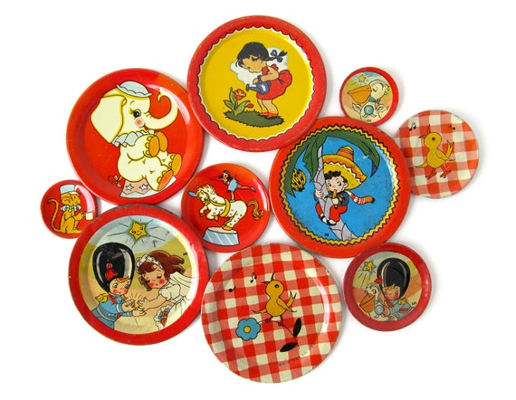 Really Red - An Instant COLLECTION of TIN Toy SAUCERS - Set of 10 Pieces