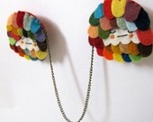 Scalloped Chain Brooch in Dozy Rainbow