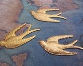 2 PC Raw Brass Flying Bird / Sparrow jewelry Finding - ZNE  L0239