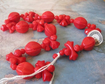 1 Vintage Strand Czech Glass Beads - Lipstick Cherry Red