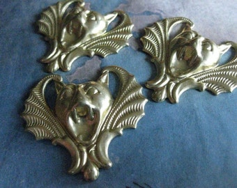 2 PC Raw Brass Gothic Vampire Bat Pendant / Finding - DD13