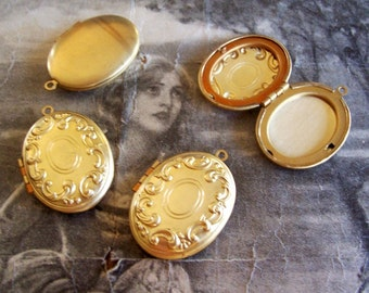 1 PC  Brass Victorian Detail - Oval Locket -  LM08
