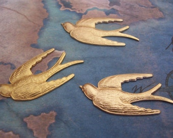 2 PC Raw Brass Flying Bird / Sparrow jewelry Finding - ZNE  L0239