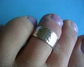 Hammered Sterling Silver Toe Ring - Reflective Shimmer Finish 7mm wide