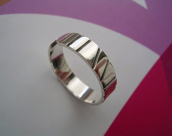 Sterling Silver Toe Ring - Modern oxidized Stripe Design with high polished finish