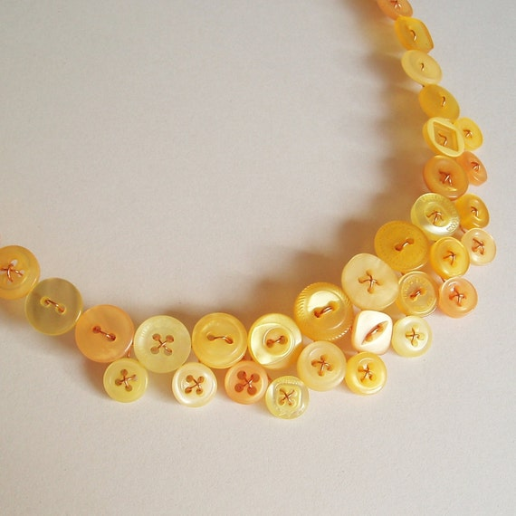 Yellow button necklace - Eternal sunshine