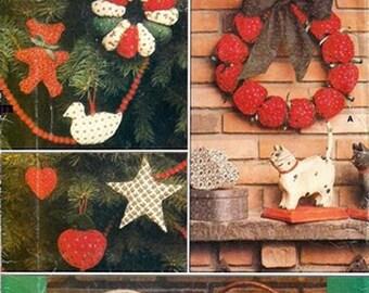 Sewing Pattern Vintage  Vogue 9073 Christmas Wreaths Ornament Uncut Complete