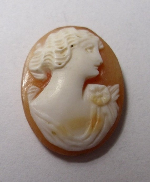 Vintage Italian cameo womans head, made of shell for a ring or small brooch -