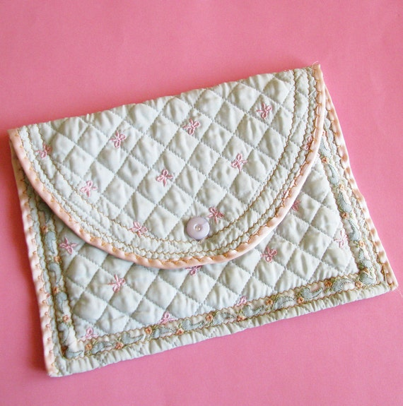 Kept & Safe...Beautiful Vintage Quilted Fabric Storage Case