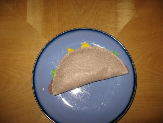 1 Taco    Felt food for toddler play (Sale)