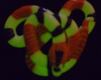 Trick Or Treat Halloween Glow In The Dark Snake Necklace Pendant Charm  Great Gift Glowing Snakes