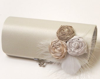 Bridal Clutch in Ivory - Feather Clutch - Formal Bridesmaid Clutch - Kisslock Snap Frame - Ivory Off White Champagne White