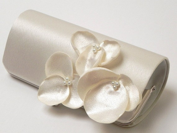 Ivory Orchid Flower Bridal Clutch - Bridesmaid Clutch - Bouquet Clutch Kisslock Snap Frame - Champagne Ivory White