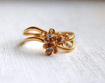 Vintage 1980s AVON Gold Trio Flower Ring