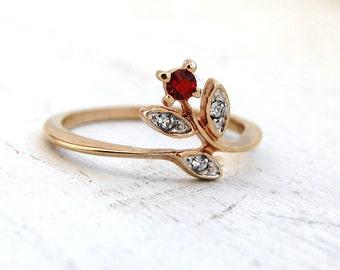 Vintage 1970s AVON Garnet Rhinestone Rose Ring