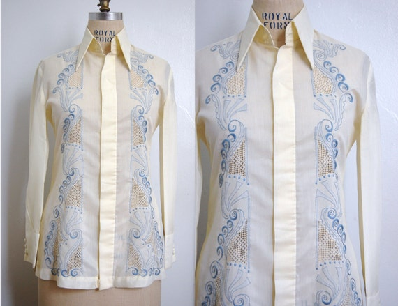 Vintage 1970s JAYTON RHODES Blue Embroidered Guayabera Shirt