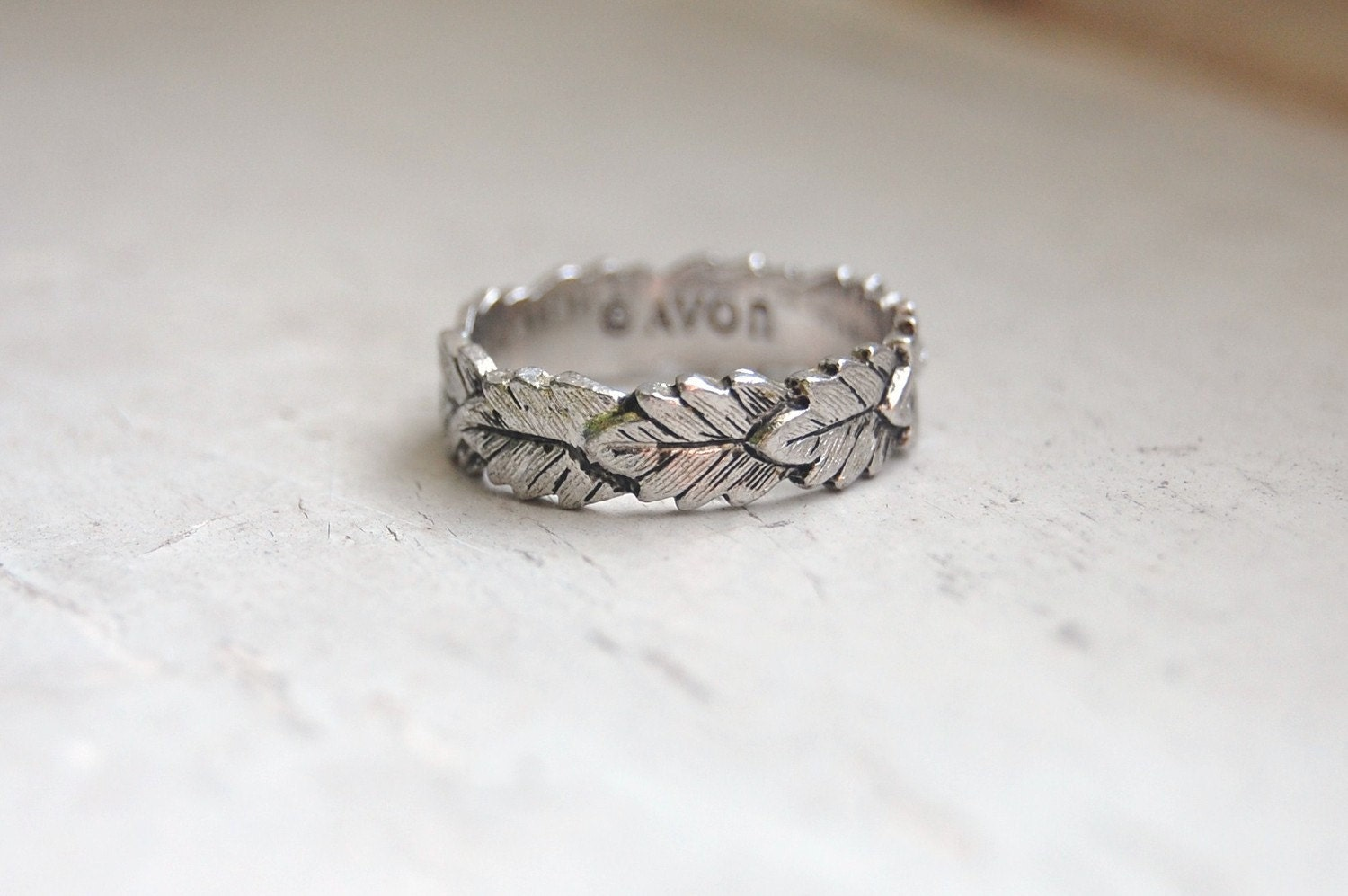 Vintage 1980s Avon Leaf Ring