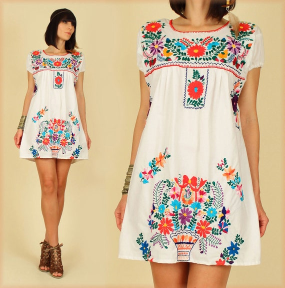 ViNtAgE 70's White Floral Mexican Hand Embroidered MiNi Dress Tunic