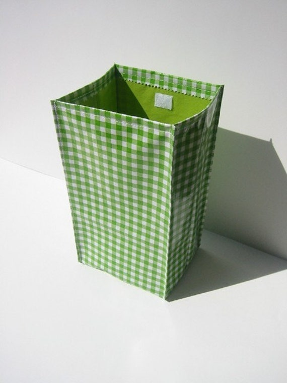 Oilcloth Lunch Bag- Green and White Checked with Green Lining