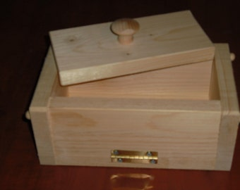2 wooden soap molds to make 4-5 lb loaf colapsable