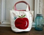 Adorable vintage apple golf/tennis bag