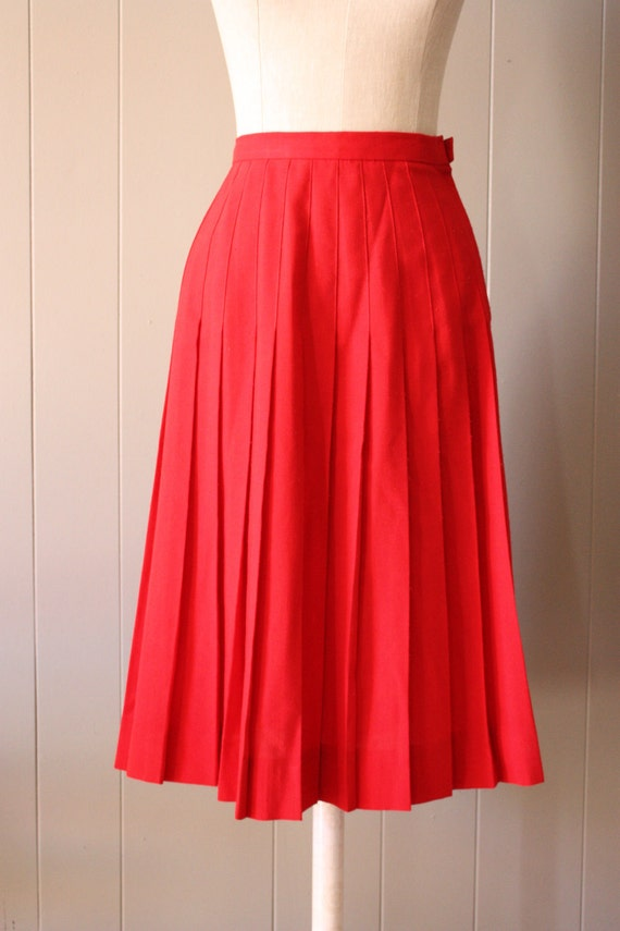 vintage red pleated skirt S/M