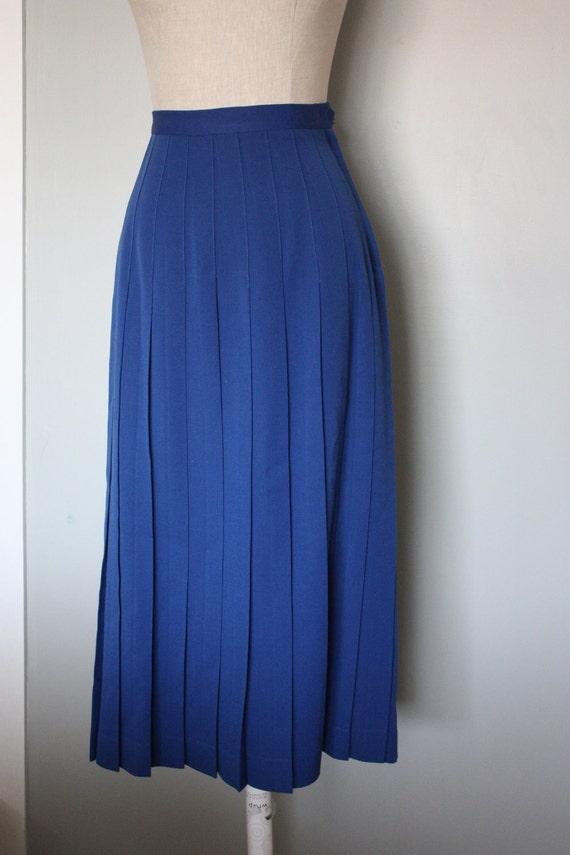dark blue pleated skirt  SM