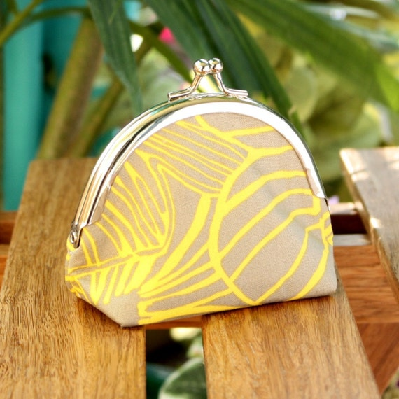 Frame Coin Pouch in Yellow and Light Gray Floral - Kisslock Frame Coin Purse