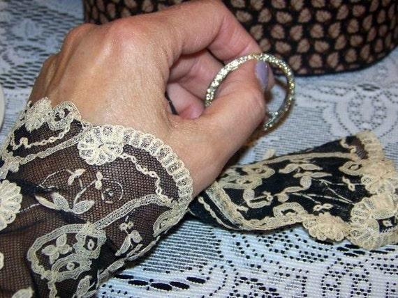 Gloves, EDELWEISS Lace wrist cuffs, fingerless gloves, ecru and black, vintage lace, steampunk