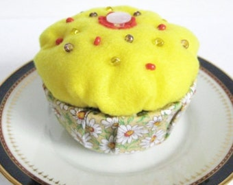 Cupcake Trinket Box, Yellow Keepsake Box, Beaded Felt Box, Decorated Ring Box, Felt Keepsake Box, Small Felt Box