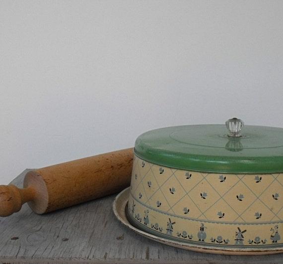 Vintage Enameled Cake Carrier