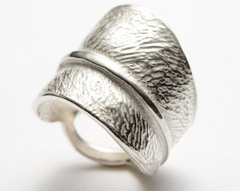 Textured leaf, silver ring - statement ring - Central Park - RedSofa jewelry