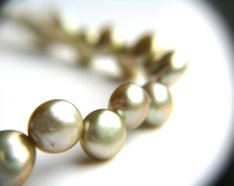 Yellow Green Pearl Bracelet . Sage Green Bridesmaid Bracelet . Sage Wedding Jewelry . Light Green Pearl Bracelet - Crescent Collection