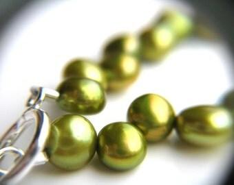 Green Wedding Jewelry . Beaded Pearl Bracelet . Green Bridesmaid Gifts . Grass Green Bridesmaid Jewelry - Hummingbird Collection