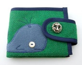 Little whale wallet in green wool MADE TO ORDER