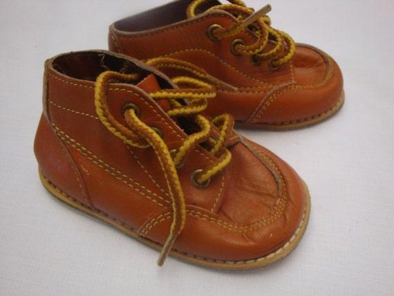 Vintage 70s Le Parisette leather baby shoes