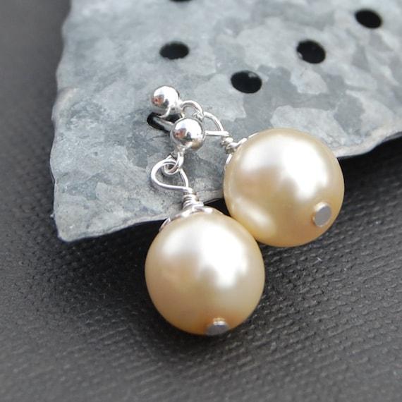Pearl Stud Earrings, Ivory Pearl Earrings, Wedding Jewelry, Bridal Party, Pearl Post Earrings, Minimal Jewelry, Simple Pearl Earrings