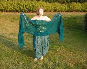 Fascinating! oversized crochet stole in deep green
