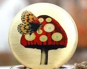 Butterfly locket - mushroom, brassk, vintage, image
