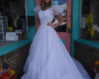 Vintage Wedding Dress Exceptional New Look 1940s Organdy Wedding Dress w short train Drop Dead Gorgeous 34 Bust Great Condition