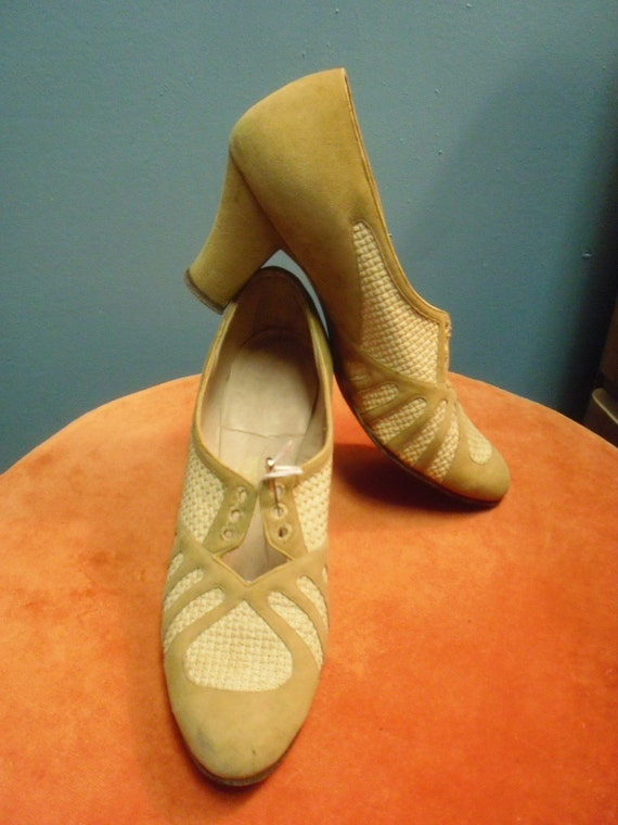 1940s Vintage Shoes Fabulous Sport Walking Tie Shoe in Tan Suede and Mesh  9 and one half inch inside measurement