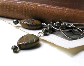 Agate Leaf Modern Dangle Earrings, Brown Carved Agate Woodland Beaded Earrings, for Her Under 100