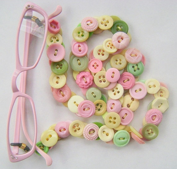 Eyeglasses Chain in Vintage Buttons - Soft Pink and Green